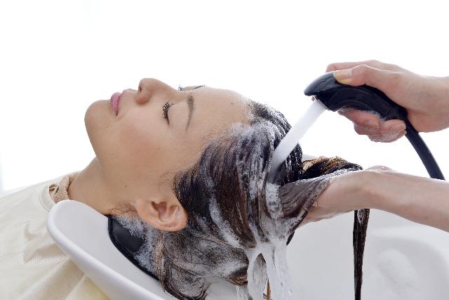 髪の毛をすすぐ