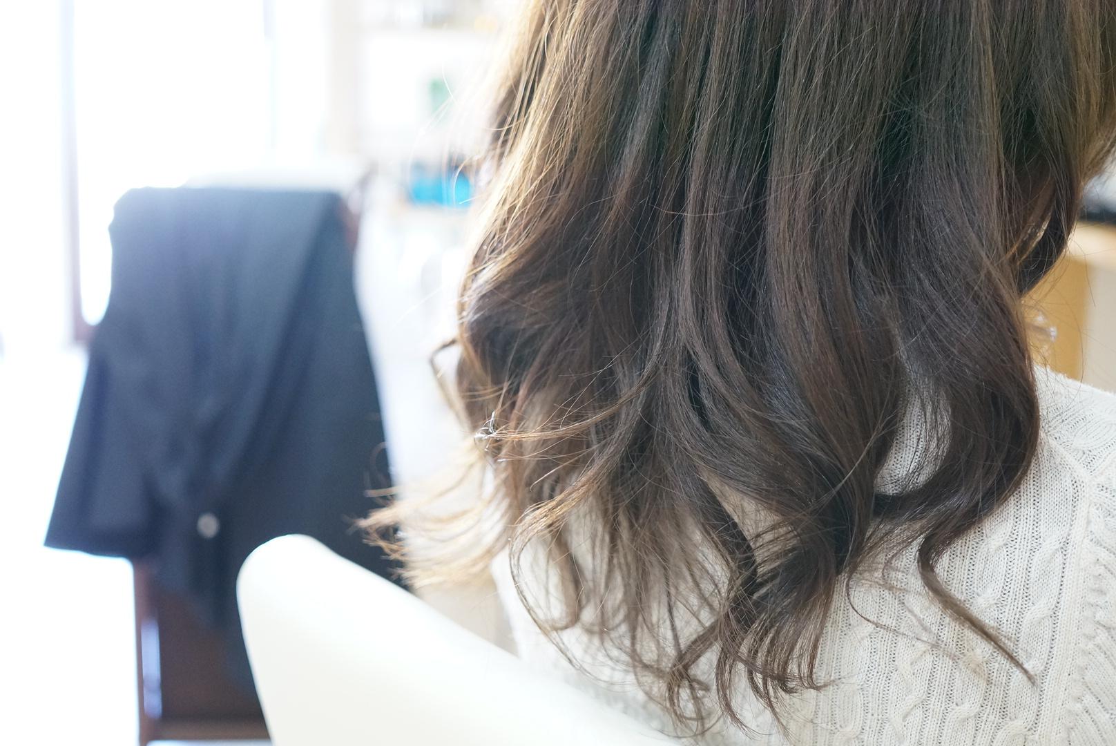 アッシュ系で抜け感が出るヘアカラー毛先