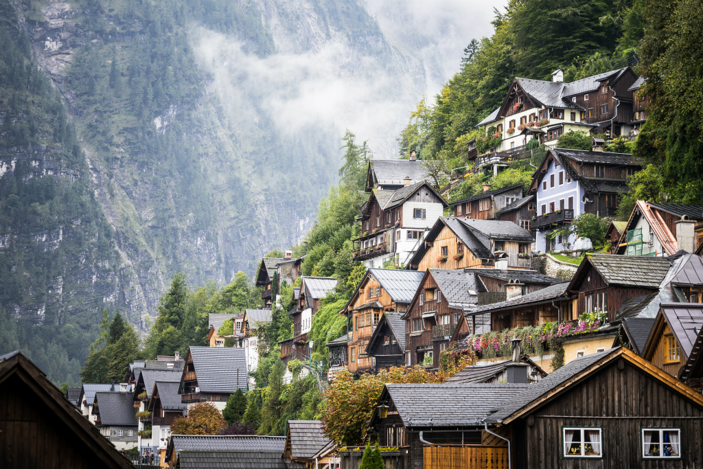 vintage-fairytale-houses-in-austrian-mountains-picjumbo-com