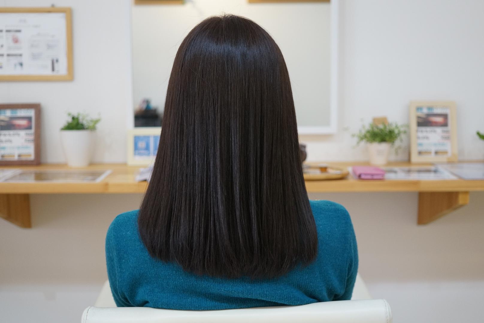 透明感のある柔らかい髪色、ヘアカラーグレーアッシュ