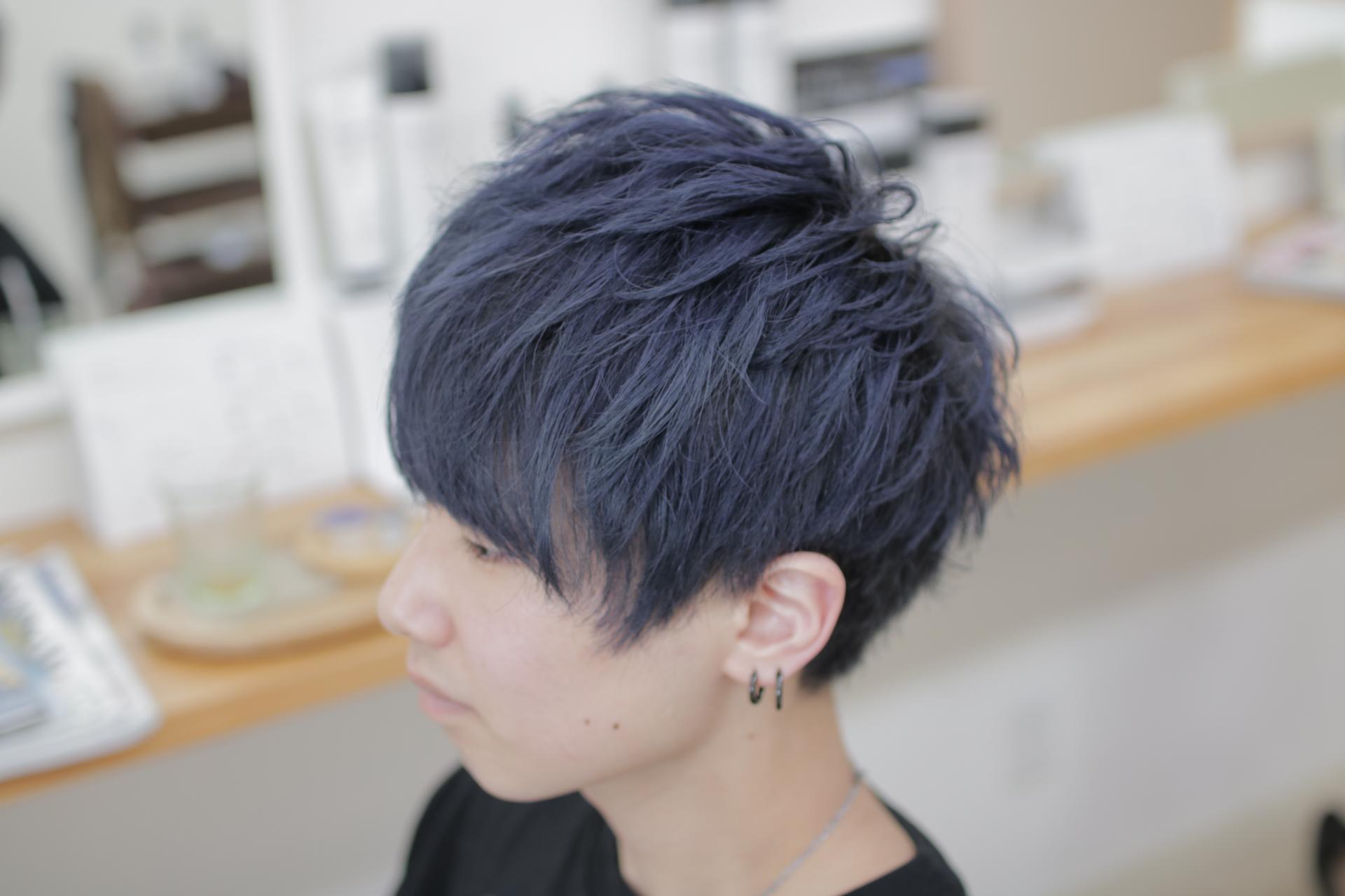 人とは違った、個性的なカラー【サファイア×ブルー】