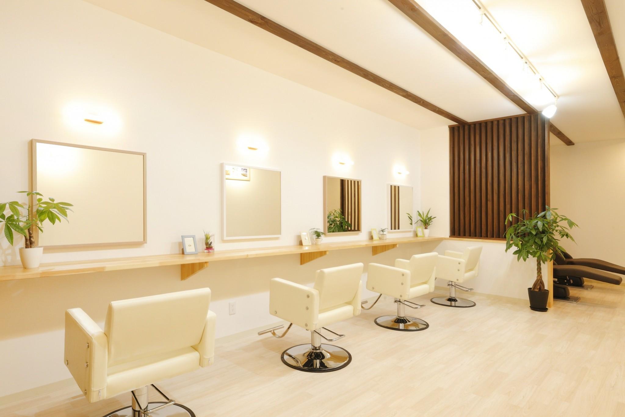 ~上田市古里にある透明感カラーで人気な美容室AILE(エール)~